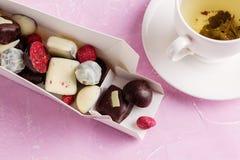 Handmade czekolady w prezenta pudełku obrazy stock
