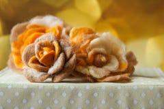 Handmade dekoraci róży skołtuniona wełna obraz stock