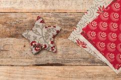 Handmade dekoracja, gwiazda i serce robić tkanina bożych narodzeń, Obrazy Stock