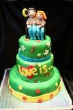 handmade Der Kuchen wird vom Mastix und vom Marzipan gemacht Lizenzfreie Stockfotos