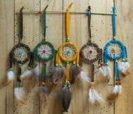 Handmade dreamcatcher с яркими пер Стоковая Фотография