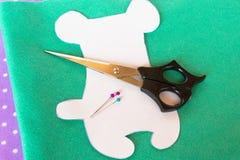 Handmade filc zieleni niedźwiedzia set Zdjęcia Royalty Free