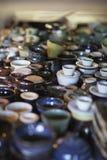 Handmade garncarstwo wystawiający w grupowaniu Fotografia Royalty Free