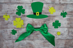 Handmade green Saint Patrick hat, satin bow and clover leaves Stock Images