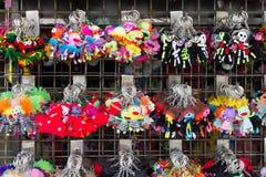 handmade kolorowy tkanina kształta kluczowego łańcuchu obwieszenie na rac Obraz Stock