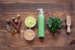Handmade kosmetyki ustawiający z hazelnut i mennicą; Zdjęcie Stock