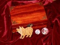 Handmade mahoniowy biżuterii pudełko zdjęcie royalty free
