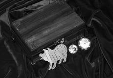 Handmade mahoniowy biżuterii pudełko fotografia royalty free