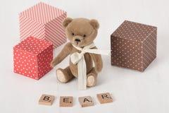 Handmade miękkiej części zabawka Niedźwiadkowy słowo Tradycyjny miś pluszowy Zdjęcie Royalty Free