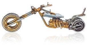 Handmade miniatura siekacza motocykl Dekoracyjny pojazd robić machinalne części, pelengi, druty, samochodowe świeczki, śruby, śli Obrazy Royalty Free