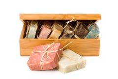 Handmade mydła w drewnianym pudełku obrazy royalty free