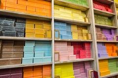 HANDMADE mydło wystawiał mydlanego sklep w Bruges, Belgia BRUGES BELGIA, GRUDZIEŃ - 05 2016 - Fotografia Royalty Free