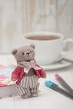 Handmade Niedźwiadkowa miękkiej części zabawka Tradycyjny misia pluszowego styl Fotografia Royalty Free