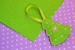 Handmade odczuwana choinki dekoracja Handmade dzieciaków rzemiosła dekoracje świąteczne ekologicznego drewna zdjęcia stock