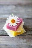 Handmade soaps and daisy Royalty Free Stock Photography