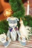 Handmade striped Провансалью игрушка медведя tilda на предпосылке рождества Стоковые Изображения RF