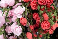Handmade sztuczne róże dla wianków na Octoberfest w Monachium, w górę obraz royalty free