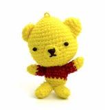 Handmade szydełkowa koloru żółtego niedźwiedzia lala odizolowywa na białym tle zdjęcie stock