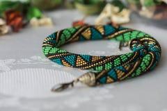 Handmade szydełkowa z paciorkami kolia z geometrical wzorem Zdjęcia Royalty Free