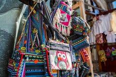 Handmade tradycyjne, kolorowe torby na prezenta sklepie, fotografia stock
