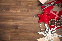 Handmade wakacyjni roczników nożyce przy prawą stroną i dekoracje obrazy stock