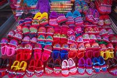 Handmade wzgórza plemienia dzieci ` s buty, Doipui wioska, Północny Tajlandia obraz royalty free