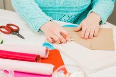 Handmade z papieru dziewczyn cięcia scrapbooking dla ślubu obrazy stock