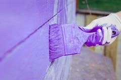 Handmalende violette hölzerne Wand Lizenzfreie Stockfotos