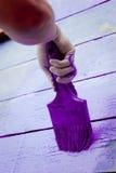 Handmalende violette hölzerne Wand Lizenzfreies Stockbild
