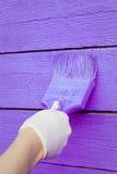 Handmalende violette hölzerne Wand Lizenzfreies Stockfoto