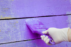Handmalende violette hölzerne Wand Lizenzfreie Stockbilder