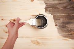 Handmalerei auf Holztisch Stockfoto