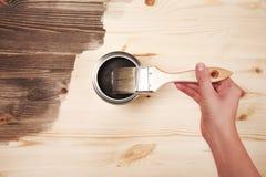 Handmalerei auf Holztisch Stockbild