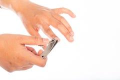 Handmanicuren med spikar clipperen Arkivbild