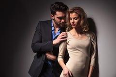 Handome młody biznesowy mężczyzna patrzeje jego kochanka Obrazy Royalty Free