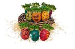 Handpainted пасхальные яйца в смешное вспугнутое и удивленное мультяшном Стоковое фото RF