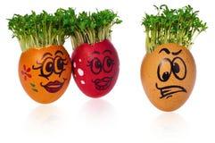 Handpainted пасхальные яйца с смешными счастливыми усмехаясь сторонами с cres Стоковые Фотографии RF