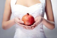 handpomegranate Arkivbild