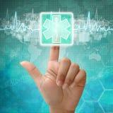 Handpresse auf medizinischem Symbol Stockfotografie