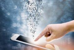 Handpressen auf Schirm digitalem handphone Lizenzfreie Stockbilder