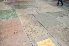Handprint和SignatureTCL中国剧院是在好莱坞星光大道的一个戏院在洛杉矶 免版税库存图片
