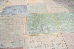 Handprint和SignatureTCL中国剧院是在好莱坞星光大道的一个戏院在洛杉矶 库存照片