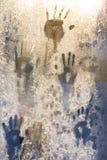 Handprint στο παγωμένο παράθυρο πάγου Στοκ Εικόνες