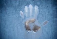 Handprint auf einem gefrorenen Fenster Lizenzfreies Stockfoto