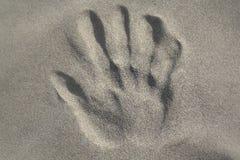 Handprint dans le sable Photo libre de droits