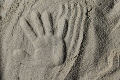 Handprint im Sand Lizenzfreie Stockbilder