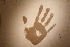 Handprint na parede emplastrada Pare o conceito toning imagem de stock