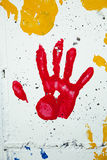 Handprint van het kind in Rode Verf Stock Foto's