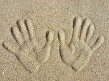 handprints沙子 免版税库存照片