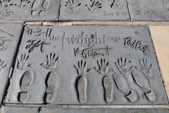 Handprints av skymningstjärnor i den Hollywood boulevarden i Los Angeles USA fotografering för bildbyråer